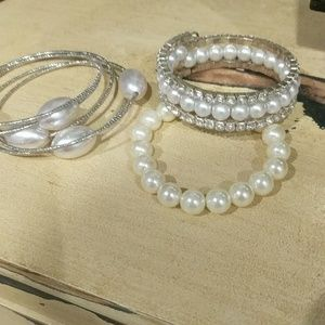 Sets of silver and pearl bracelet